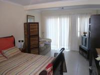 Main Bedroom - 24 square meters of property in Rondebosch
