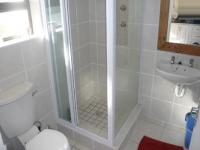 Main Bathroom - 3 square meters of property in Rondebosch
