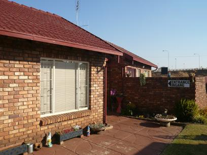 2 Bedroom House For Sale in Zwartkop - Home Sell - MR26259