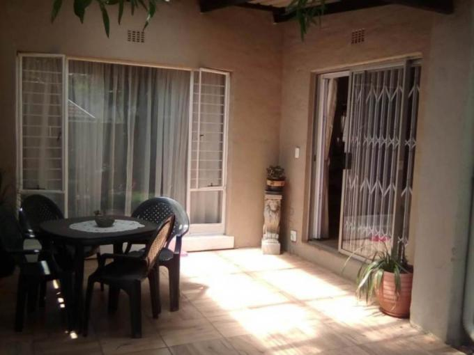 2 Bedroom Simplex for Sale For Sale in Weltevreden Park - MR262608