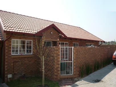 3 Bedroom Simplex for Sale For Sale in Rooihuiskraal - Home Sell - MR26267