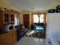 Lounges - 13 square meters of property in Vereeniging