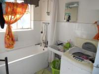 Bathroom 1 - 2 square meters of property in Essenwood