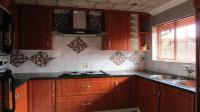 Kitchen - 16 square meters of property in Soshanguve