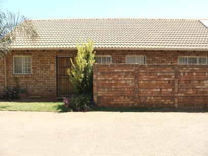 3 Bedroom Simplex For Sale in Rooihuiskraal North - Private Sale - MR27093
