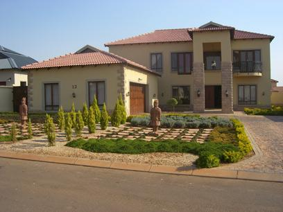 4 Bedroom House For Sale in Olympus - Home Sell - MR27096