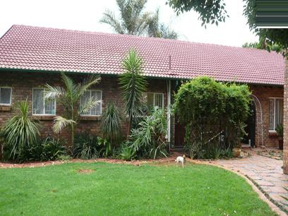 4 Bedroom House for Sale For Sale in Rooihuiskraal North - Private Sale - MR27170