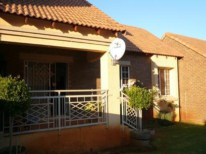2 Bedroom Simplex for Sale For Sale in Mooikloof - Private Sale - MR27230