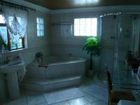 Main Bathroom - 13 square meters of property in Edenvale