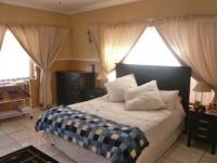 Main Bedroom - 13 square meters of property in Randfontein