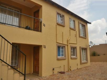 2 Bedroom Simplex For Sale in Wilgeheuwel  - Home Sell - MR27338