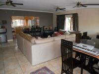 Lounges - 21 square meters of property in Scottburgh