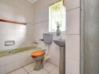 Main Bathroom - 7 square meters of property in Horison View