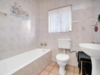 Bathroom 1 - 4 square meters of property in Horison View