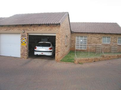 3 Bedroom Simplex for Sale For Sale in Mooikloof - Home Sell - MR28097