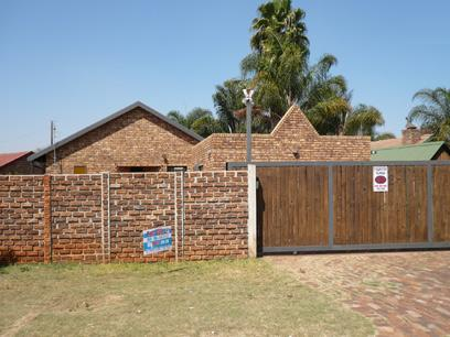 3 Bedroom House For Sale in Doornpoort - Home Sell - MR28265