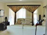 Lounges - 19 square meters of property in Ferndale - JHB