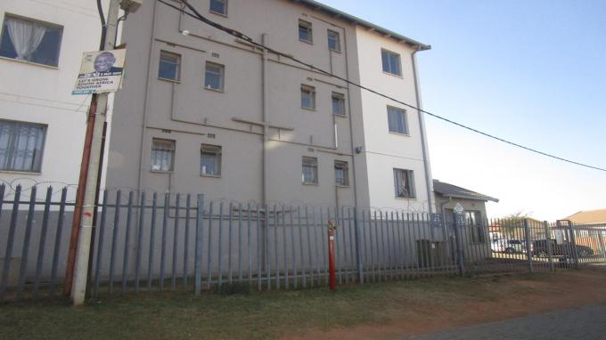 Standard Bank EasySell 2 Bedroom Sectional Title for Sale in Fleurhof - MR283255