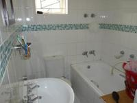 Main Bathroom - 3 square meters of property in Mitchells Plain