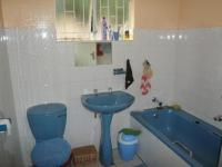Bathroom 1 - 5 square meters of property in Rooihuiskraal