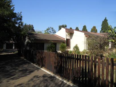 Standard Bank Repossessed 3 Bedroom House for Sale For Sale in Kloof  - MR28453