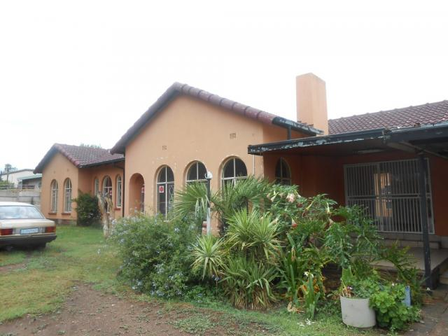 Standard Bank Repossessed 4 Bedroom House for Sale on online auction in Brackendowns - MR28519