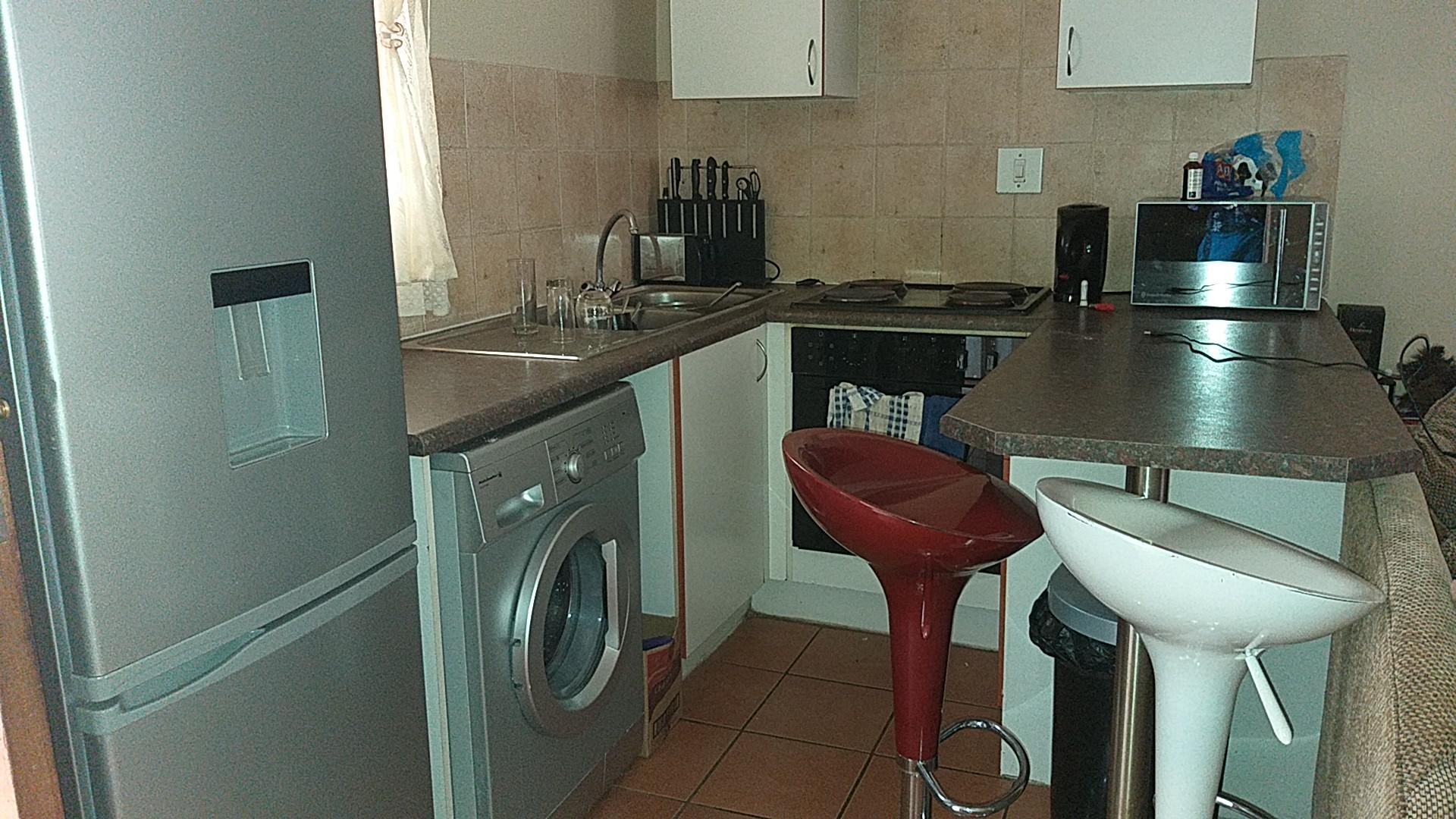 Kitchen - 8 square meters of property in Ravenswood