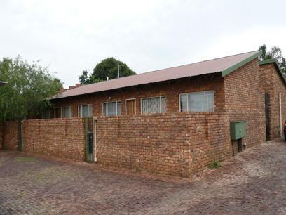 2 Bedroom Simplex for Sale For Sale in Pretoria Gardens - Home Sell - MR29178