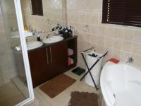 Main Bathroom - 9 square meters of property in Eldoraigne