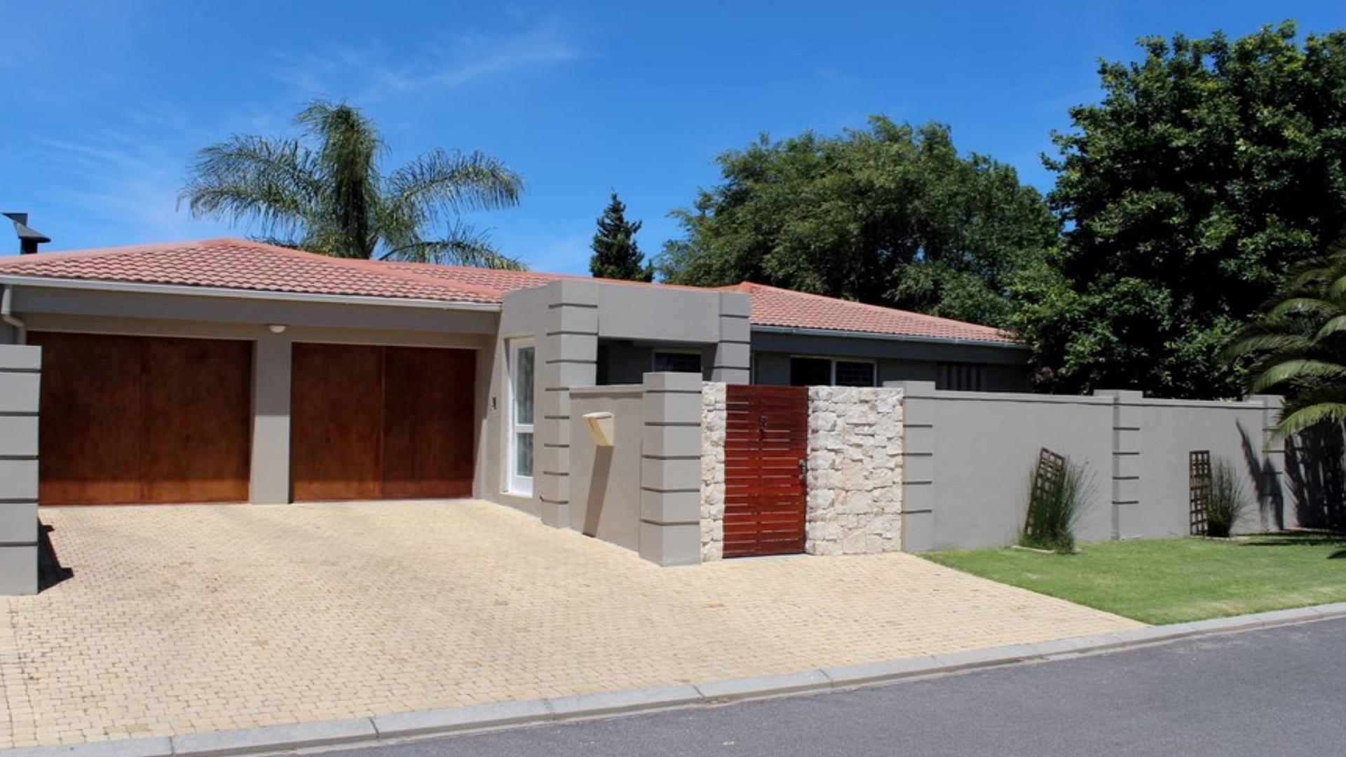 Front View of property in Durbanville