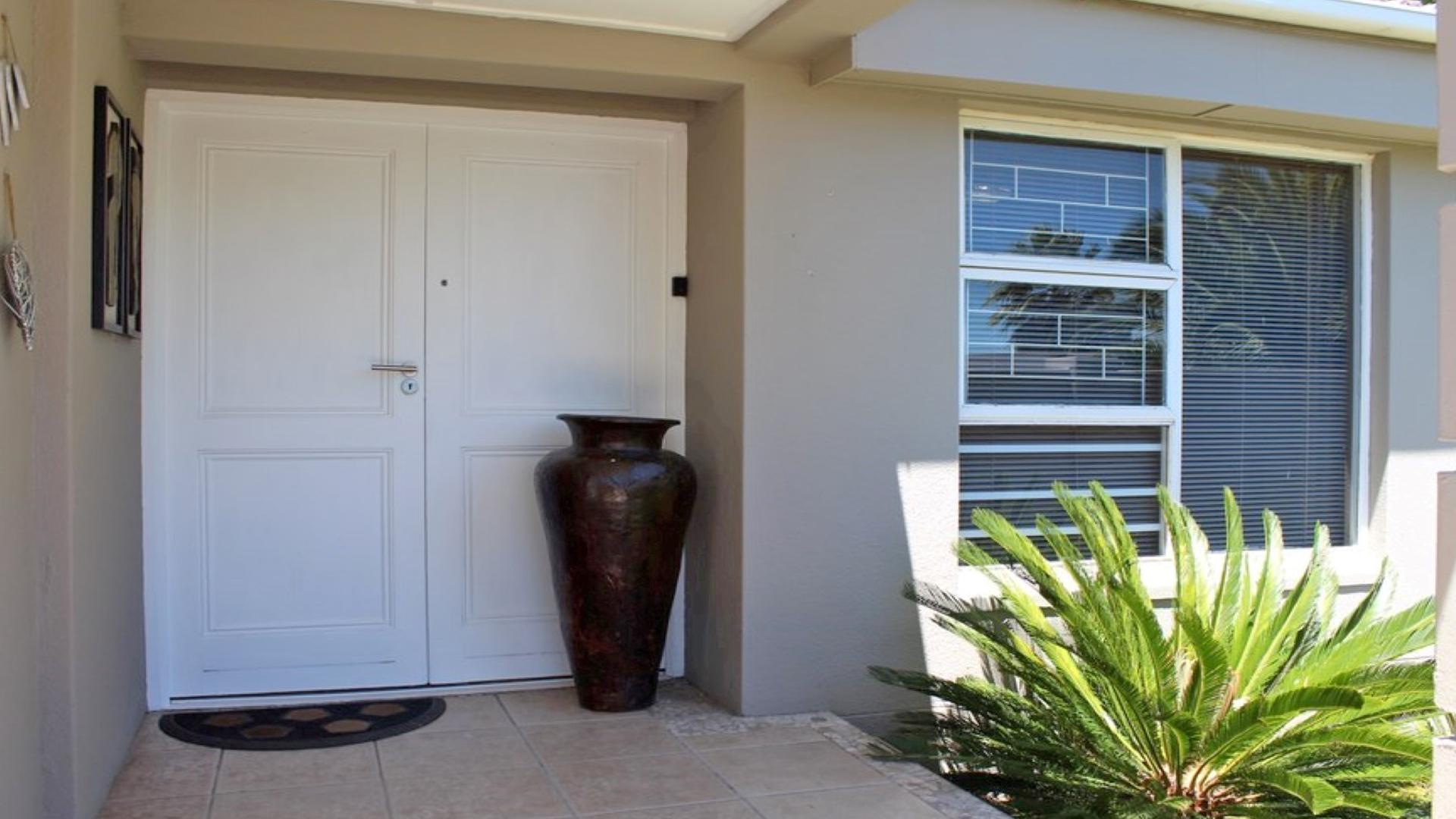 Patio - 4 square meters of property in Durbanville