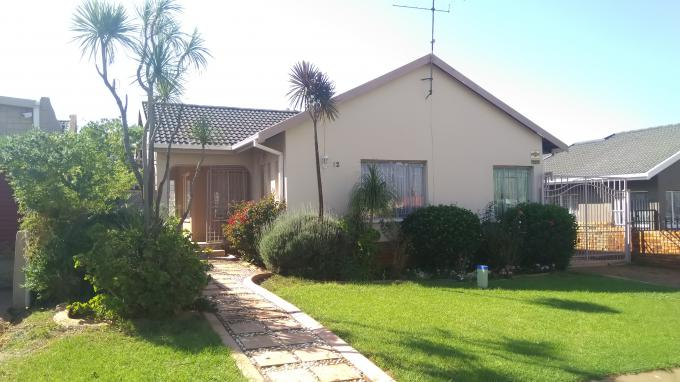 Standard Bank EasySell 3 Bedroom House for Sale in Lenasia South - MR292746