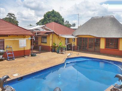 4 Bedroom House for Sale For Sale in Kempton Park - Home Sell - MR29287