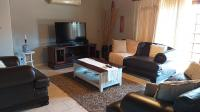 Lounges - 32 square meters of property in Ferryvale