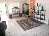 Lounges - 43 square meters of property in Silverton