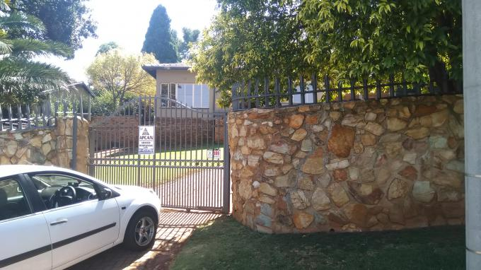 Standard Bank EasySell 3 Bedroom House for Sale in Roodekrans - MR293972
