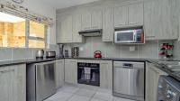 Kitchen - 11 square meters of property in Honeydew Manor
