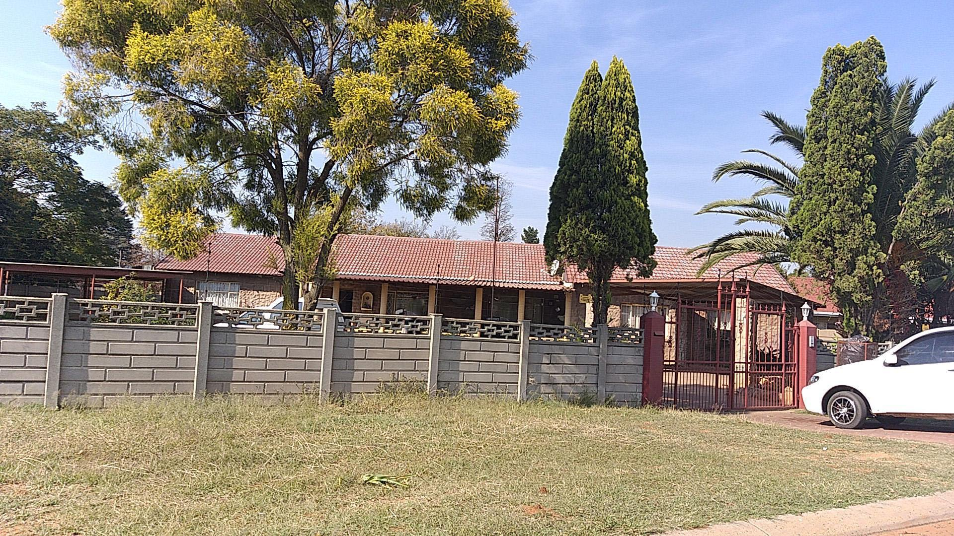 Front View of property in Rensburg