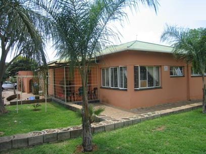 4 Bedroom House for Sale For Sale in Capital Park - Home Sell - MR30155