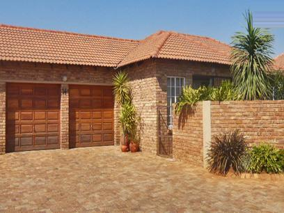 3 Bedroom Simplex for Sale For Sale in Ruimsig - Private Sale - MR30263