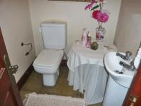 Bathroom 1 - 2 square meters of property in Olivedale