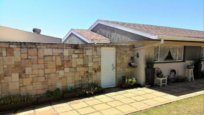 3 Bedroom House for Sale For Sale in Beacon Bay - Home Sell - MR303858