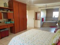 Main Bedroom - 17 square meters of property in Greenhills