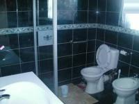Bathroom 1 - 8 square meters of property in Warden
