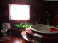 Main Bathroom - 18 square meters of property in Reservior Hills