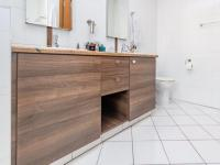 Main Bathroom - 9 square meters of property in Bedford Gardens