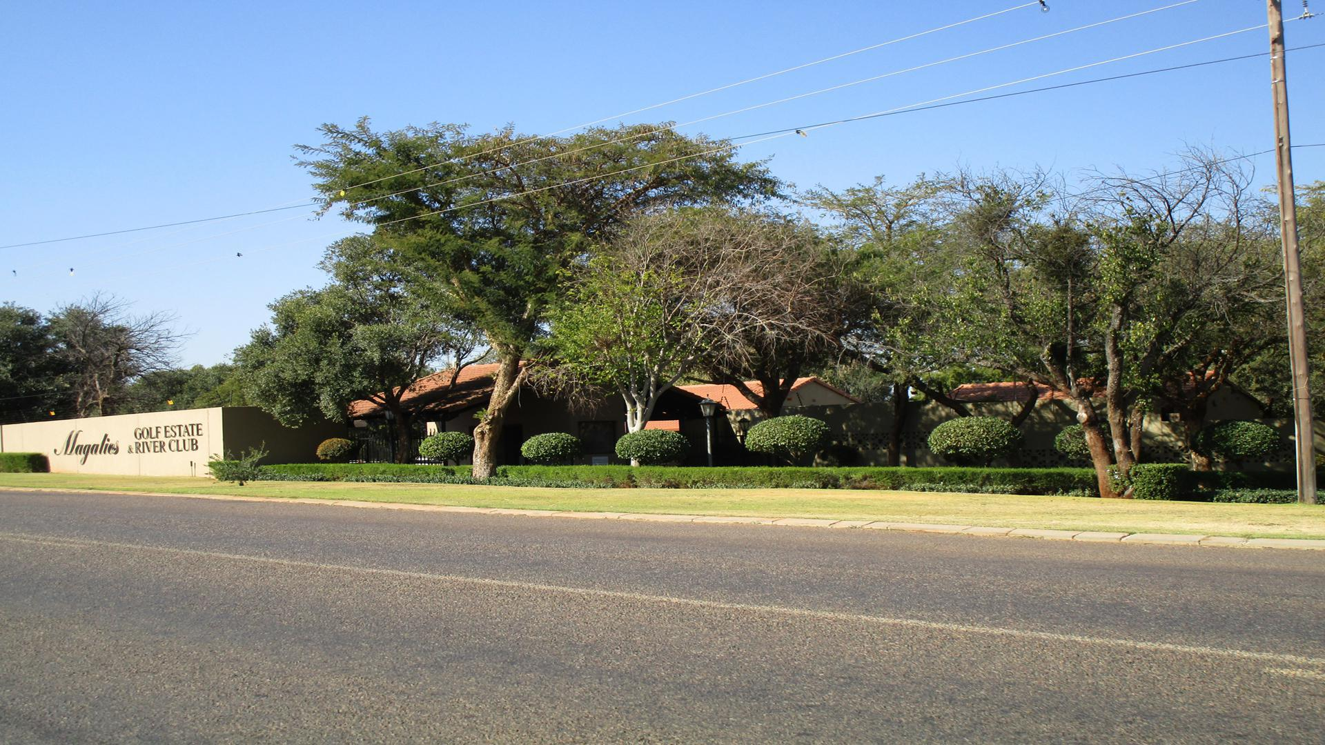 Front View of property in Magalies Golf Estate