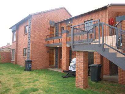 2 Bedroom Cluster for Sale For Sale in Mooikloof - Home Sell - MR31096