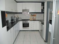 Kitchen - 27 square meters of property in Amanzimtoti