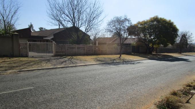 Standard Bank EasySell 3 Bedroom House for Sale in Crystal Park - MR315194